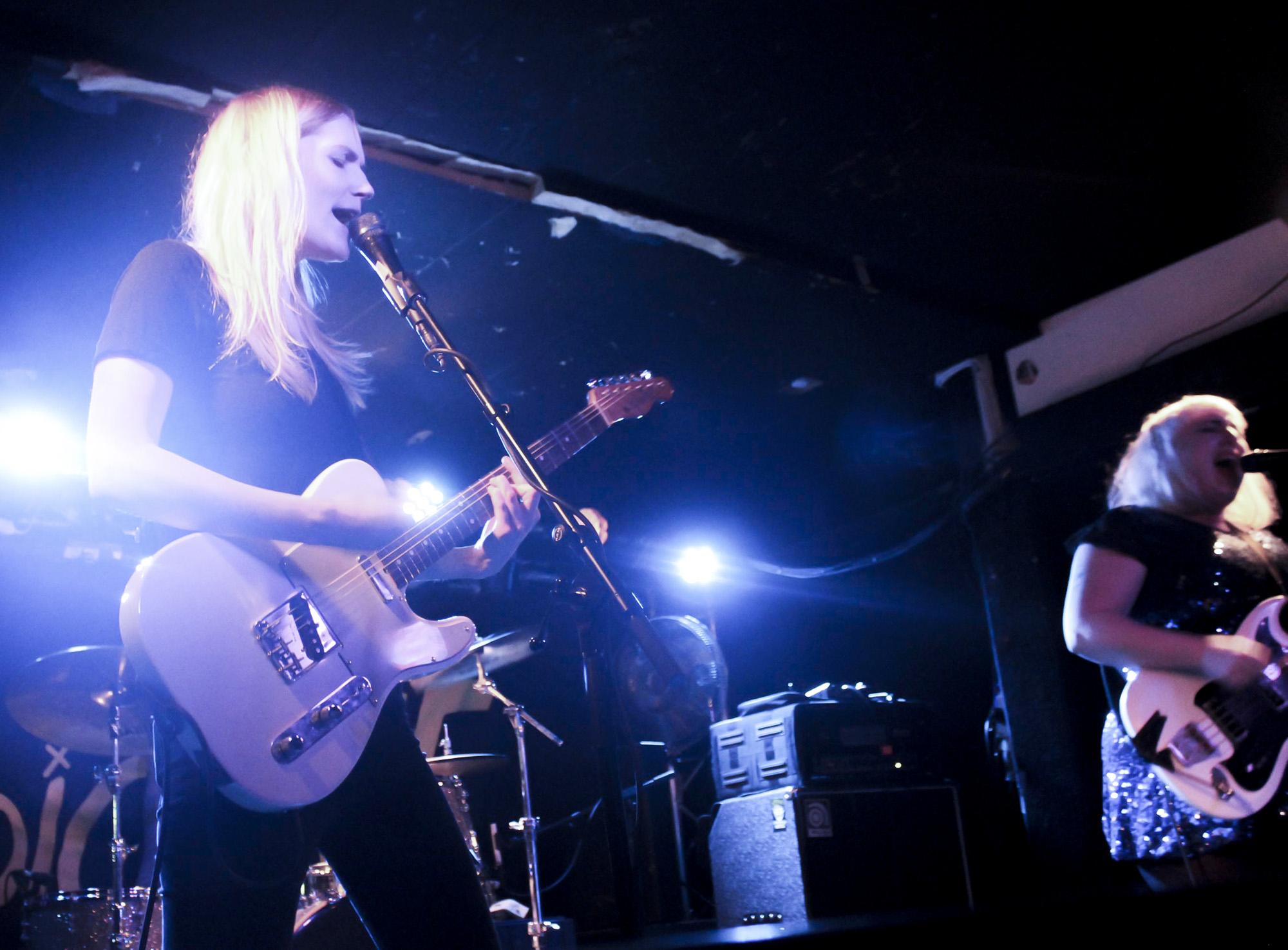 Livefoto. Band i bild: Lava Bangs. Foto av Edward Forslund
